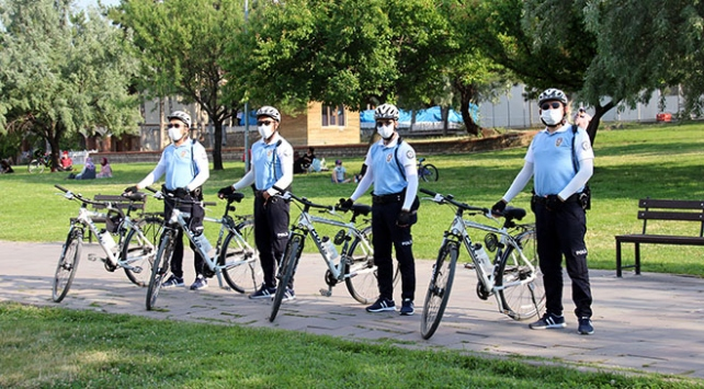 Uşakta bisikletli polislerden oluşan Martı Timi göreve başladı