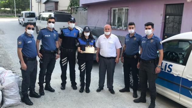 Sosyal medya paylaşımıyla harekete geçen polislerden 8 yaşındaki çocuğa doğum günü sürprizi