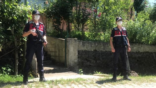 Zonguldakta tartıştığı kardeşini ve yeğenini silahla öldürdüğü iddia edilen şüpheli yakalandı