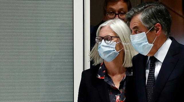 Fransada eski başbakan Fillona yolsuzluktan 5 yıl hapis cezası