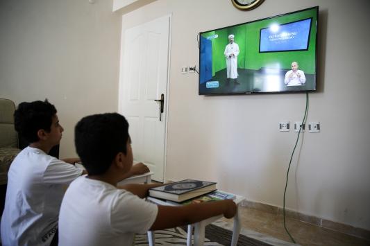 Çocuklar uzaktan eğitim ile Kuran-ı Kerim öğreniyor