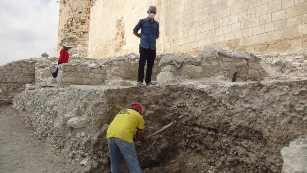 Tarihi Silifke Kalesinde sezon kazıları başladı