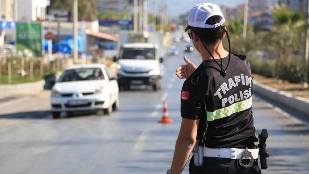 İstanbuldaki asker uğurlamasında trafiği tehlikeye düşüren 14 kişiye ceza