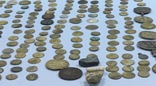 İstanbulda 100 parça tarihi eser ele geçirildi