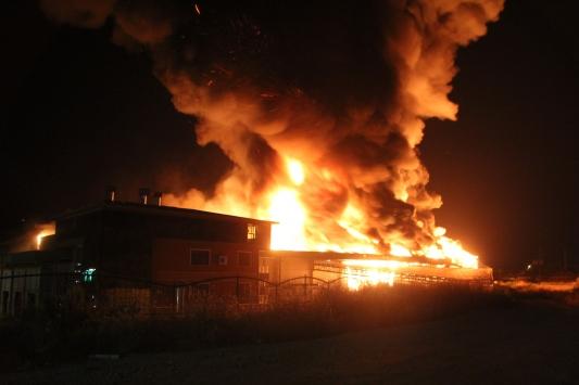 Antalyada soğuk hava deposunda çıkan yangın kontrol altına alındı