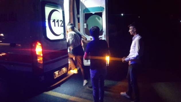 Mevsimlik işçileri taşıyan minibüs, otomobile çarptı: 4 yaralı