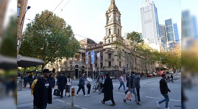 Melbournede koronavirüs salgınına karşı tedbirler sıkılaştırıldı