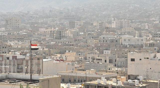 Yemen hükümeti, BAEyi devletin paralarına el koymakla suçladı