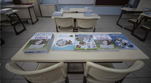 Ders kitapları il ve ilçe milli eğitim müdürlüklerine gönderildi