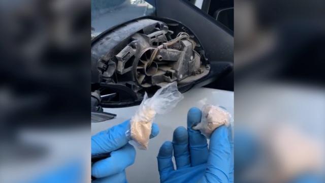 Otomobil aynalarından uyuşturucu çıktı