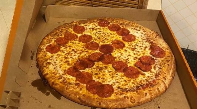 ABDde pizza sipariş eden çifte gamalı haç sürprizi