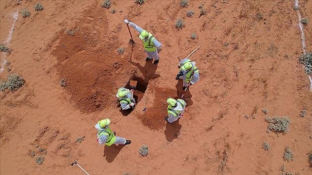 Hafter milislerinden kurtarılan Terhunede toplu mezar kazı çalışmaları sürüyor