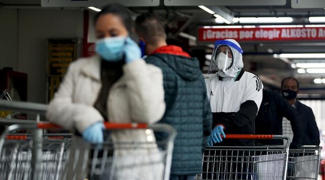 Peru ve Kolombiyada COVID-19 kaynaklı ölümler artıyor