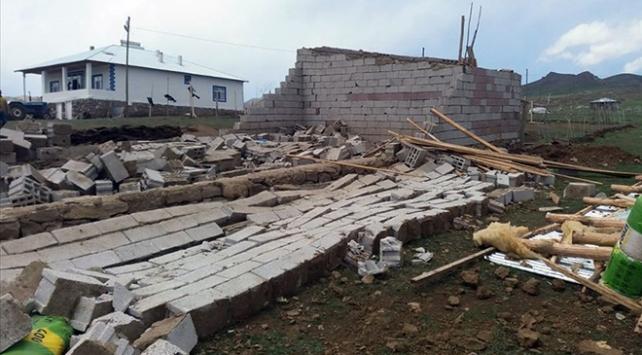 Hakkaride fırtına mağdurlarına 1 milyon lira destek