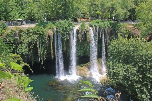 Antalyadaki Düden Şelalesinde doğa canlanıyor