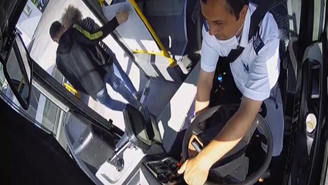 YKS'ye giderken yanlış otobüse binen öğrencileri şoför kurtardı