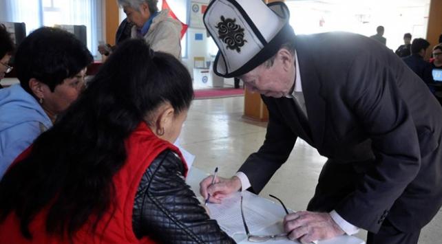 Kırgızistanda seçim barajı yüzde 7ye düşürüldü