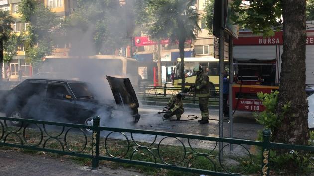 Bursada seyir halindeki araç yandı