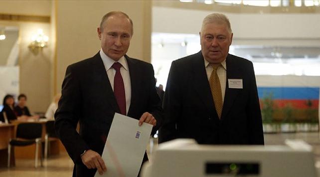 Putin, 2036ya kadar görevde kalmasını sağlayacak anayasa değişikliğini oyladı