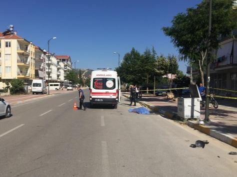 Antalyada kamyonet ile motosiklet çarpıştı: 1 ölü