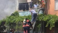 Yangında mahsur kalan 2 kişiyi itfaiye kurtardı