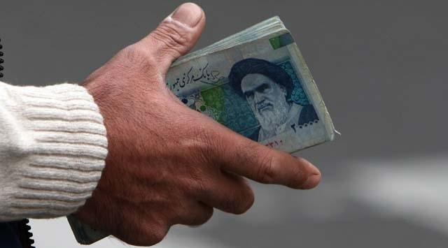 İranlı iktisatçı: Riyaldeki düşüşün ana sebebi Merkez Bankasında döviz rezervinin azalması