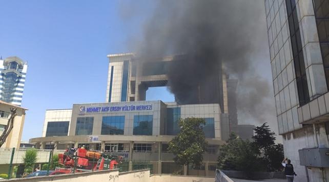 İstanbulda kültür merkezinde yangın