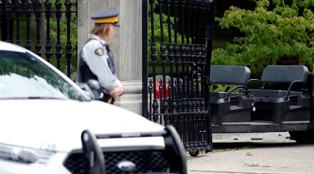 Kanadada başbakanlık konutunda panik: Silahlı bir asker yakalandı