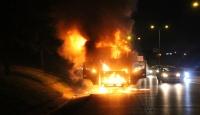 Bayrampaşa'da yanarak hareket eden kamyon ortalığı birbirine kattı