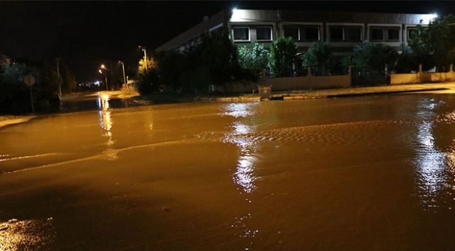 Denizlide sağanak: Bazı fabrikaları su bastı
