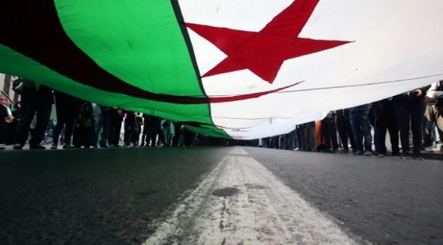 Cezayir: Fransanın Cezayire bakışında değişiklik yok