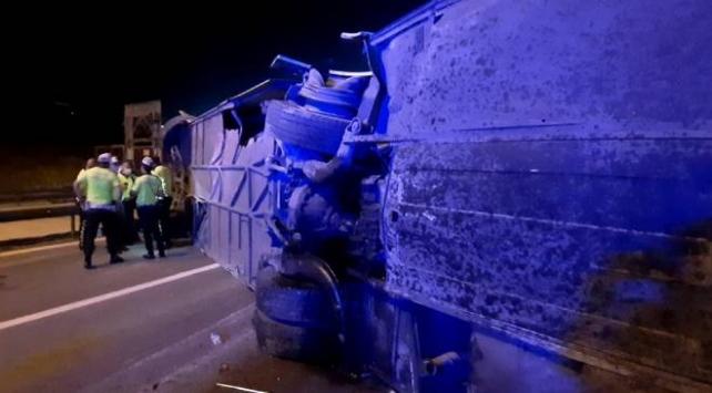 Kocaelide yolcu otobüsü devrildi: 1 ölü, 17 yaralı