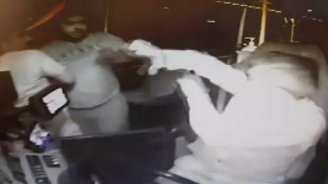 Mersin'de iki kişi maske uyarısı yapan şoförü darp etti