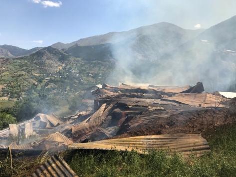 Erzurumda 5 ahır, birer samanlık ve tahıl ambarı yandı