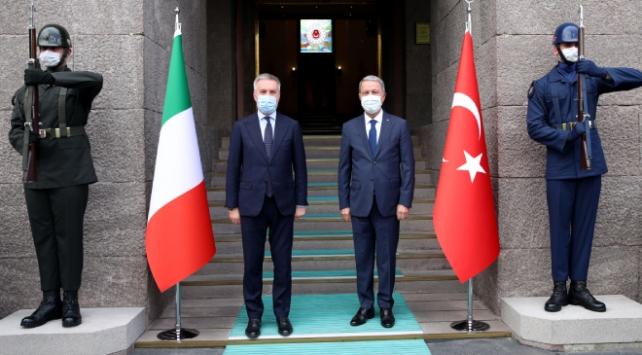 Milli Savunma Bakanı Akar, İtalyan mevkidaşı ile görüştü