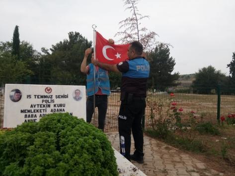 Adanada polis ve hükümlüler şehit mezarlarının bakım ve temizliğini yaptı