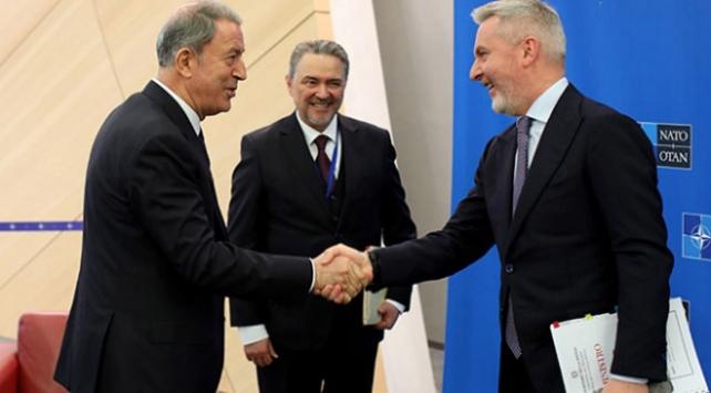 Bakan Akar İtalya Savunma Bakanı ile görüştü