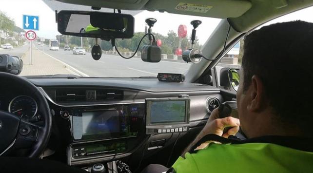 Trafikte bir günde 15 bine yakın hız ihlali tespit edildi