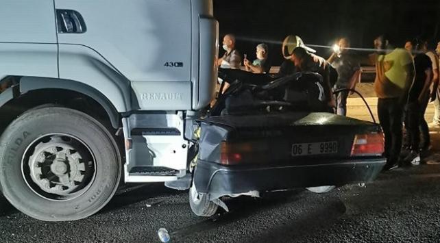 Ankarada tır ile otomobil çarpıştı: 2 ölü, 1 yaralı