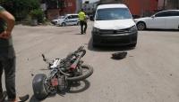Adana'da motosiklet ile hafif ticari araç çarpıştı: 1 yaralı