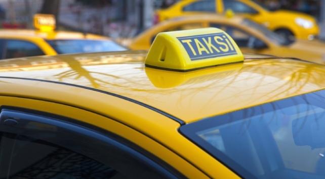 Bebek kustu diye 400 lira isteyen taksi şoförünün işine son verildi