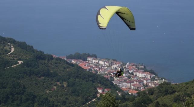 Ordudaki Boztepede yamaç paraşütü uçuşları yeniden başladı
