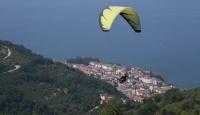 Boztepe'de yamaç paraşütü uçuşları yeniden başladı