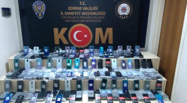 Kapıkulede 1,5 milyon lira değerinde kaçak telefon ele geçirildi