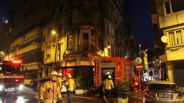 Şişlide tarihi binada yangın