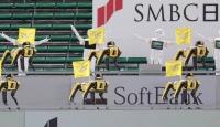Dans eden robotlar Japon beyzbol maçında seyircilerin yerini aldı