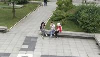 Maskesiz şekilde emniyet drone'nuna el sallayan gençlere ceza