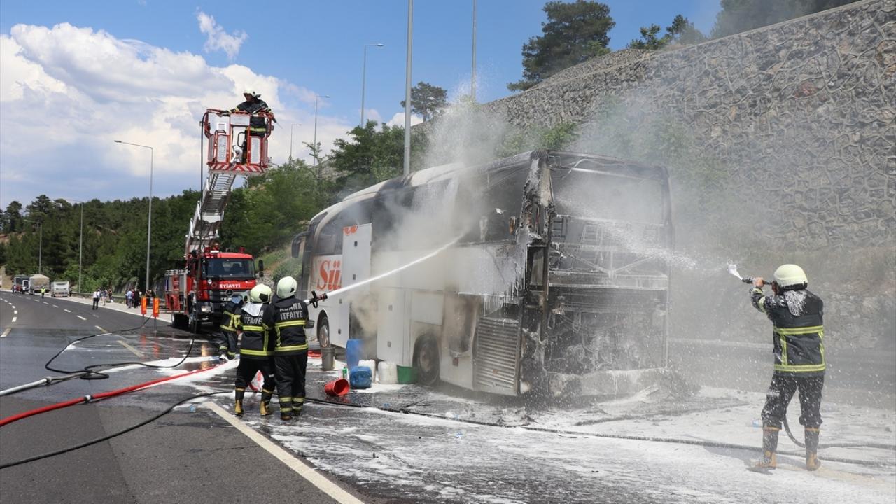 Adana'da seyir halindeki yolcu otobüsünde yangın
