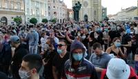 Sırbistan'da açık ve kapalı alanlardaki toplanmalara sınırlama getirildi