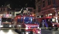 Beyoğlu'nda mağaza yangını